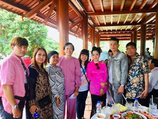 Cuộc sống ít biết của Hoài Linh khi vắng bóng trên gameshow truyền hình - Ảnh 3.