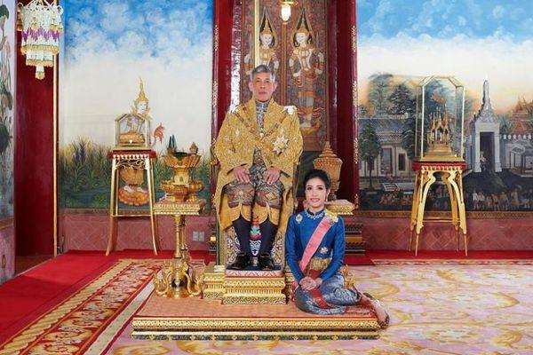 Đăng loạt ảnh chưa từng có về Hoàng quý phi, website hoàng gia Thái Lan bị sập - Ảnh 9.