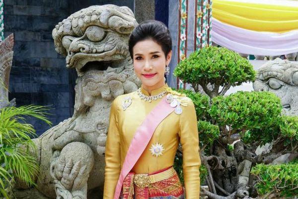 Đăng loạt ảnh chưa từng có về Hoàng quý phi, website hoàng gia Thái Lan bị sập - Ảnh 10.