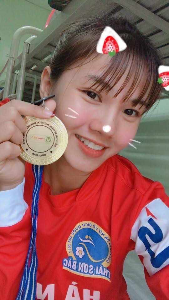 Ngắm hoa khôi tuyển nữ Việt Nam trong ngày vô địch Đông Nam Á - Ảnh 3.