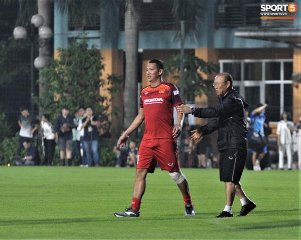 Anh Đức bị thầy Park xua đuổi khi muốn vào tập sút và đây là lý do ai cũng đồng tình - Ảnh 5.