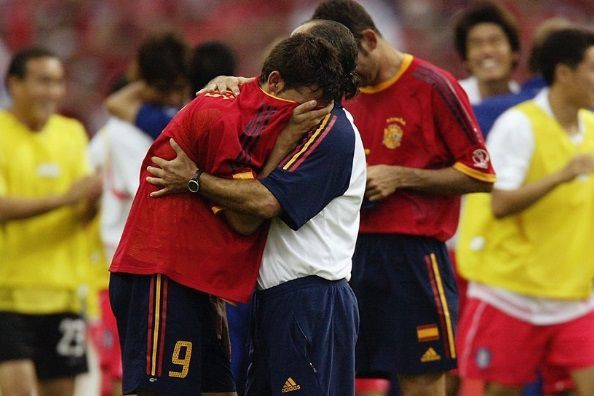 Nếu bạn vẫn còn căm ghét VAR, hãy nhớ lại những scandal rúng động World Cup này - Ảnh 3.