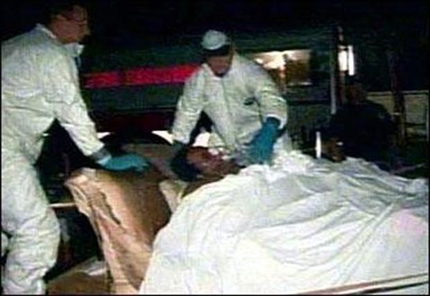 Con người có thể lười đến mức nào: Người phụ nữ nằm lì, ăn uống vệ sinh tại chỗ suốt 6 năm, bác sĩ phải đem cả người lẫn giường tới bệnh viện làm phẫu thuật - Ảnh 1.
