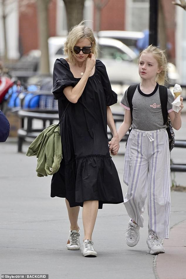 Sự đối lập kỳ lạ giữa con gái Angelina Jolie và con trai Naomi Watts - Ảnh 3.