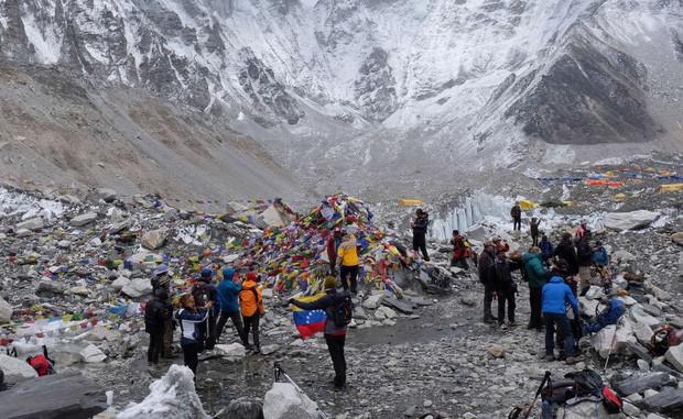 Nepal chính thức cấm mang nhựa lên Everest - bước đầu giải quyết hàng tấn rác chất thành núi trên nóc nhà của thế giới - Ảnh 4.