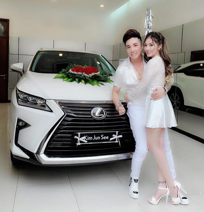 Danh tính nữ ca sĩ gợi cảm, yêu Lâm Chấn Khang 17 năm mới cưới - Ảnh 9.