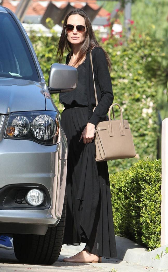 Trước khi xuất hiện với diện mạo gầy gò, Angelina Jolie từng khiến vạn người mê mẩn nhờ vẻ ngoài nóng bỏng tràn đầy sức sống đến thế này - Ảnh 2.