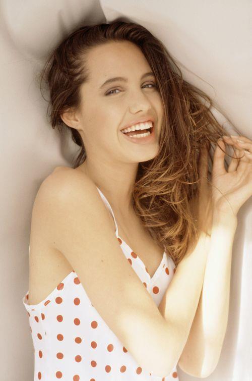 Trước khi xuất hiện với diện mạo gầy gò, Angelina Jolie từng khiến vạn người mê mẩn nhờ vẻ ngoài nóng bỏng tràn đầy sức sống đến thế này - Ảnh 12.