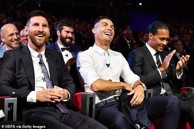 Van Dijk nhận giải thưởng, nhưng Ronaldo chiếm sóng bằng những lời ngọt ngào với Messi - Ảnh 3.