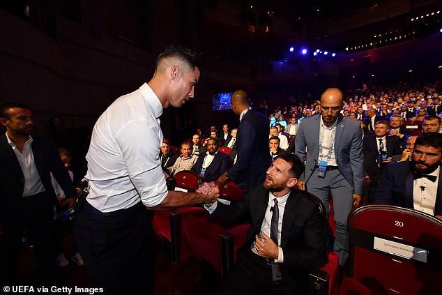 Van Dijk nhận giải thưởng, nhưng Ronaldo chiếm sóng bằng những lời ngọt ngào với Messi - Ảnh 2.