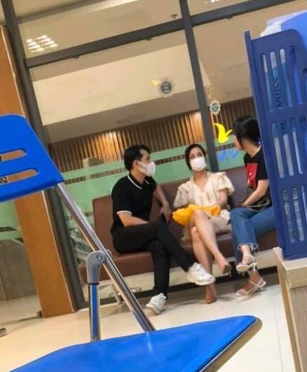 Đông Nhi - Ông Cao Thắng xuất hiện tại bệnh viện trước đám cưới, cặp đôi đã có tin vui? - Ảnh 1.