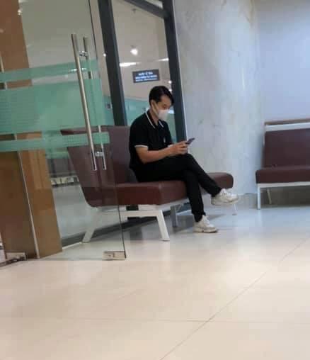 Đông Nhi - Ông Cao Thắng xuất hiện tại bệnh viện trước đám cưới, cặp đôi đã có tin vui? - Ảnh 2.