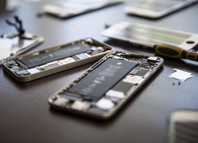 Apple sẽ cho phép các cửa hàng sửa chữa smartphone ngoài mua linh kiện iPhone - Ảnh 1.