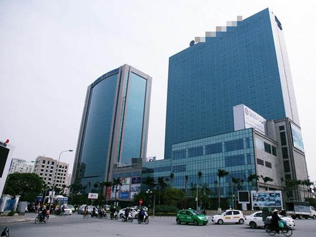 Khách sạn 5 sao nơi nam bảo vệ đuổi người trú mưa ở Hà Nội bị dân mạng đồng loạt rate 1 sao - Ảnh 1.