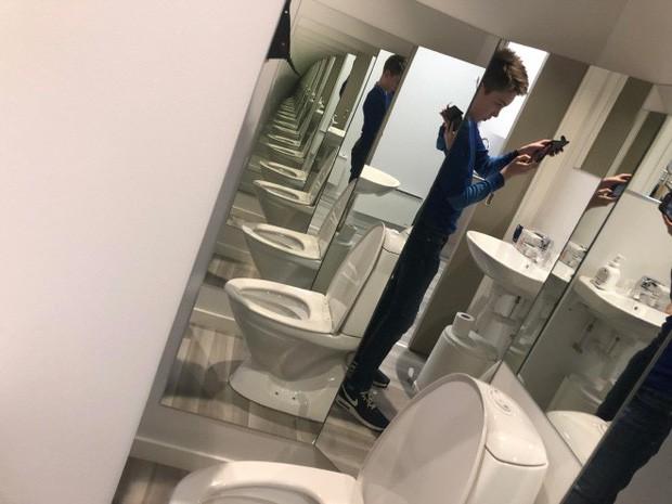 Những chiếc gương thần theo phong cách chả hiểu sao khiến bạn không muốn bước chân vào nhà vệ sinh lần nào nữa - Ảnh 2.