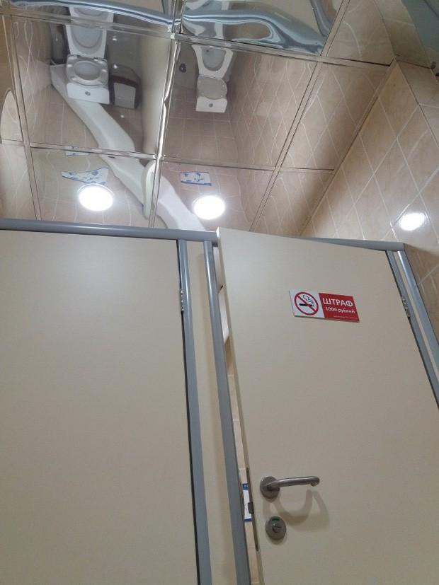 Những chiếc gương thần theo phong cách chả hiểu sao khiến bạn không muốn bước chân vào nhà vệ sinh lần nào nữa - Ảnh 13.