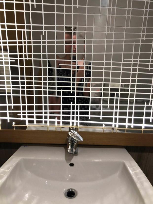 Những chiếc gương thần theo phong cách chả hiểu sao khiến bạn không muốn bước chân vào nhà vệ sinh lần nào nữa - Ảnh 14.