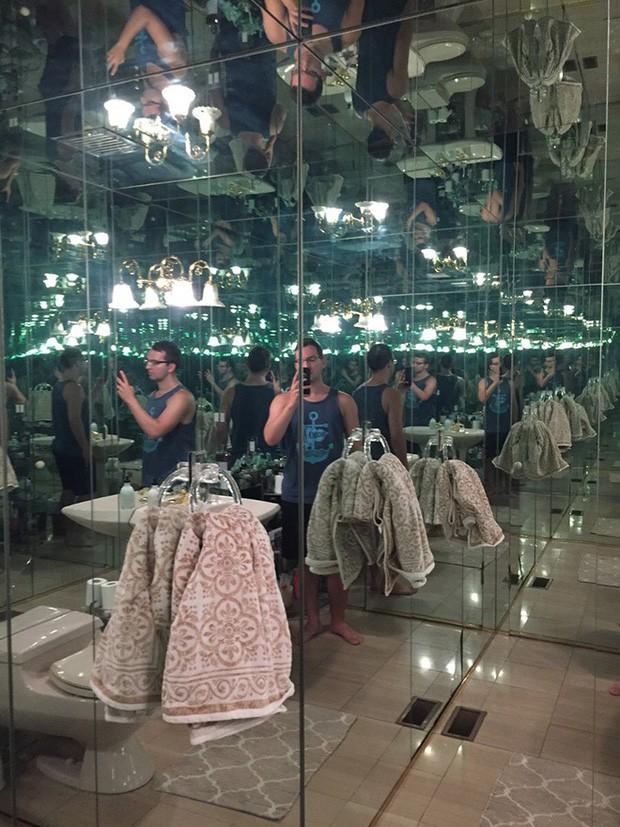 Những chiếc gương thần theo phong cách chả hiểu sao khiến bạn không muốn bước chân vào nhà vệ sinh lần nào nữa - Ảnh 4.