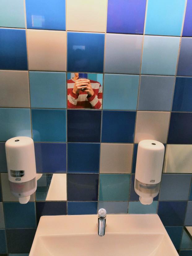 Những chiếc gương thần theo phong cách chả hiểu sao khiến bạn không muốn bước chân vào nhà vệ sinh lần nào nữa - Ảnh 5.