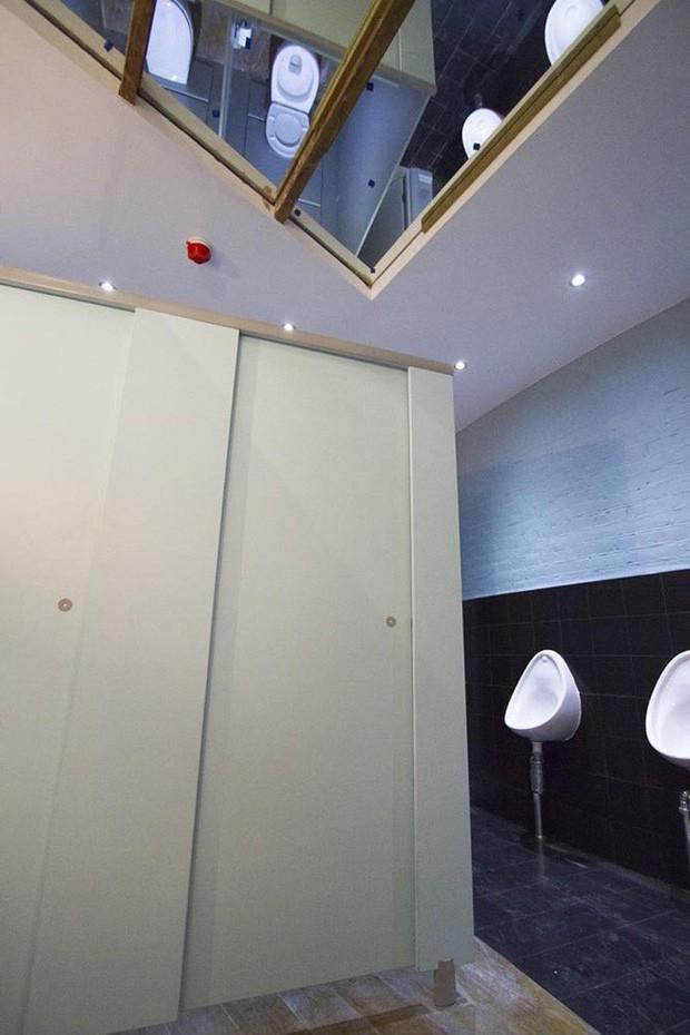 Những chiếc gương thần theo phong cách chả hiểu sao khiến bạn không muốn bước chân vào nhà vệ sinh lần nào nữa - Ảnh 7.