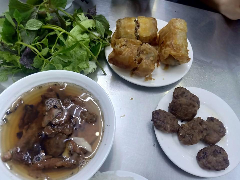 VZN News: Đi ăn bún chả nổi tiếng bậc nhất Hà thành, khách hàng khẳng định không bao giờ quay lại vì hàng loạt điểm trừ - Ảnh 2.