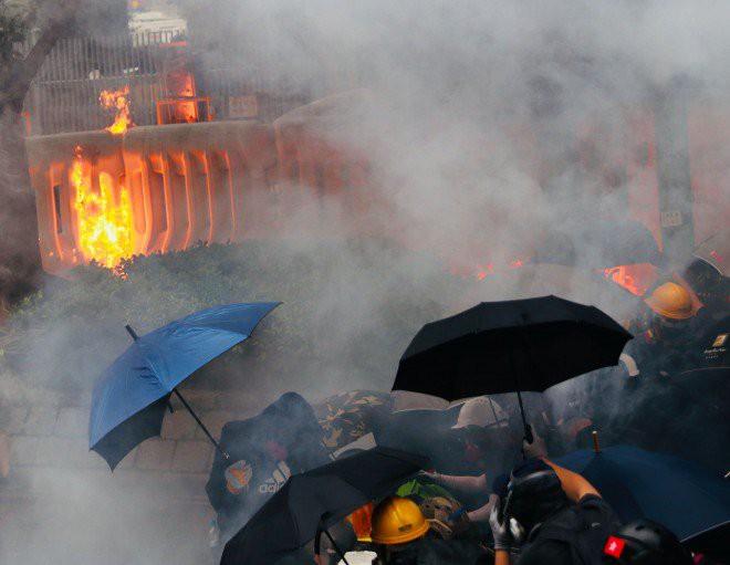 Rạng sáng nay, cảnh sát vũ trang và công an Trung Quốc tiếp tục dồn quân về sát Hồng Kông - Ảnh 5.
