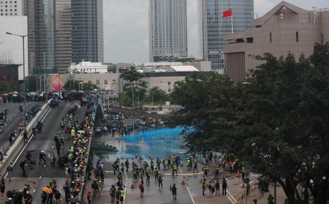 Rạng sáng nay, cảnh sát vũ trang và công an Trung Quốc tiếp tục dồn quân về sát Hồng Kông - Ảnh 7.