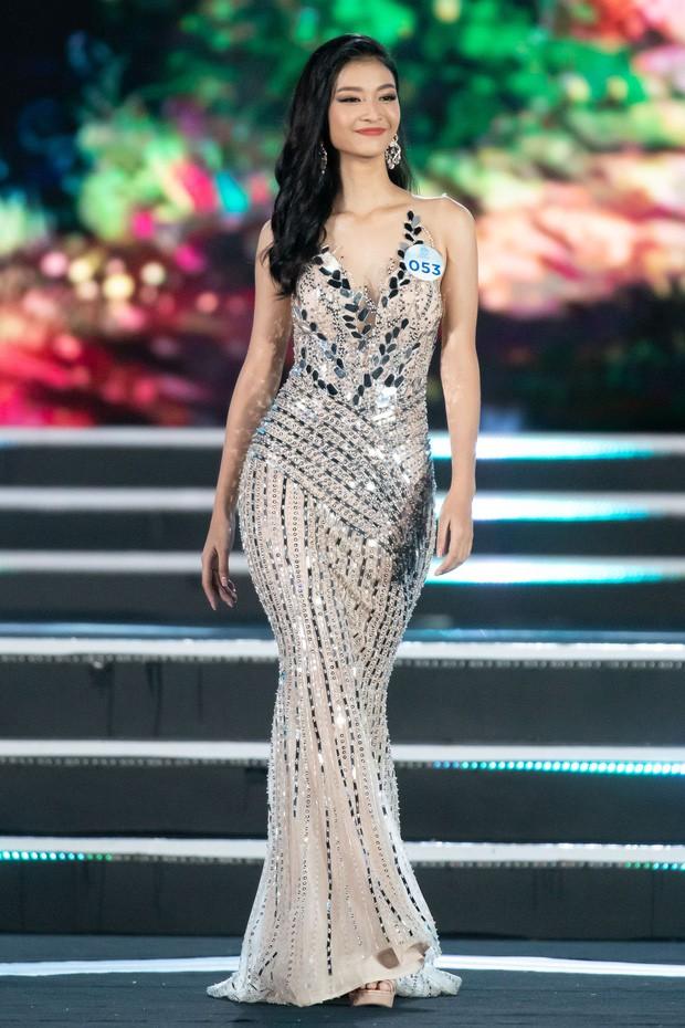 Tân Hoa hậu Thế giới Việt Nam xuất sắc miễn bàn nhưng nhan sắc 2 nàng Á hậu cũng quá đáng gờm, mười phân vẹn mười - Ảnh 2.