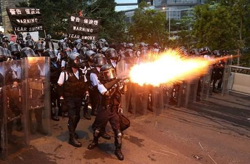 Hong Kong tiếp tục rúng động vì biểu tình phản đối sự can thiệp của Mỹ - ảnh 2