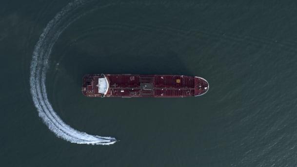 Iran vừa tuyên bố bắt thêm tàu dầu nước ngoài ở eo Hormuz - Máy bay chiến đấu Iran rơi - Cực kỳ căng thẳng - Ảnh 4.
