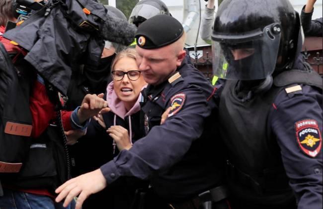 Biểu tình tiếp diễn tại Nga, gần 700 người bị bắt - Ảnh 1.