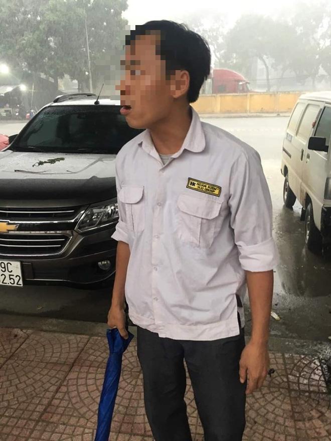 Công an xác minh vụ cô gái tố bị lái xe taxi đánh ở BX Yên Nghĩa - Ảnh 1.