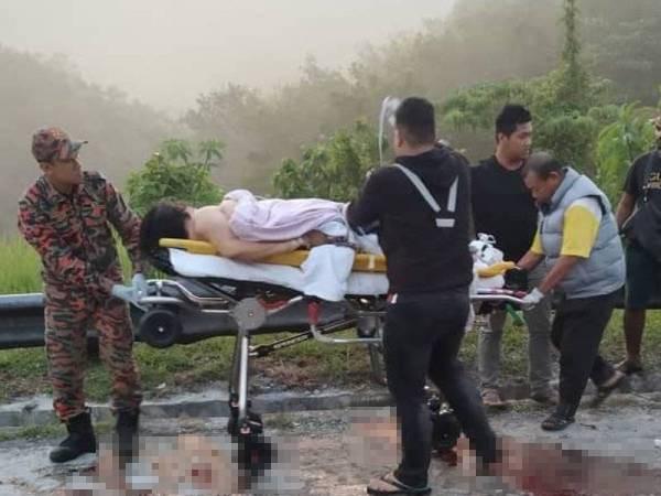 Xe cứu thương nổ lốp rồi lật nhào trên đường cao tốc, cả tài xế lẫn bệnh nhân đều thiệt mạng - Ảnh 2.