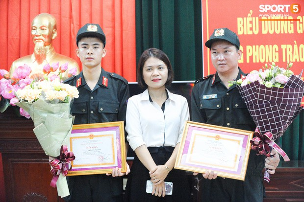 Cảnh sát cơ động cứu em bé bị co giật trên sân Thiên Trường thừa nhận cần học thêm kiến thức về sơ cứu - Ảnh 1.