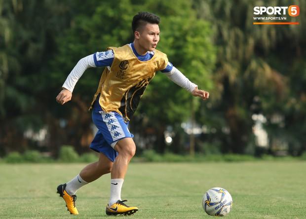 Quang Hải va chạm cực gắt với Duy Mạnh, bỏ dở buổi tập của Hà Nội FC chiều 06/08 - Ảnh 2.