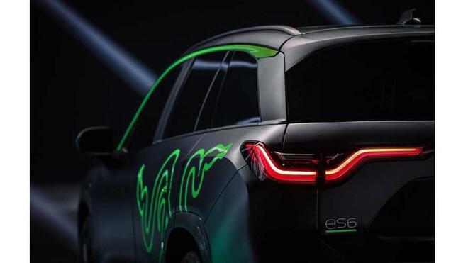 Razer ra mắt ô tô SUV chạy điện, tông xanh-đen như gear game thủ, chạy LED RGB, giá 1,6 tỷ VNĐ chưa thuế - Ảnh 3.