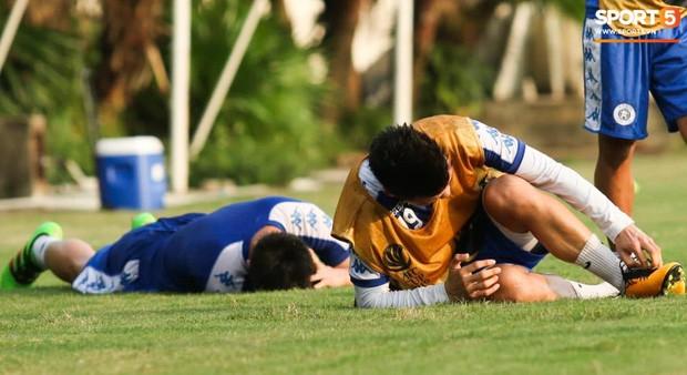 Quang Hải va chạm cực gắt với Duy Mạnh, bỏ dở buổi tập của Hà Nội FC chiều 06/08 - Ảnh 4.