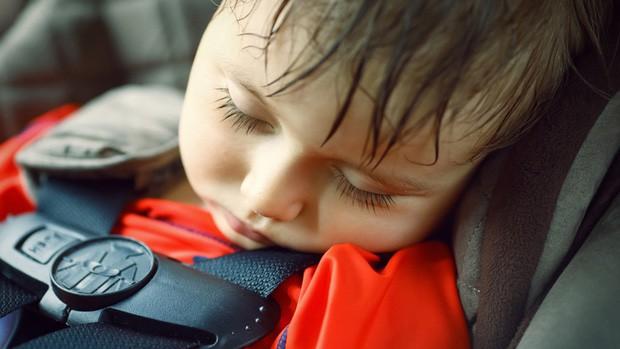Ở nước ngoài bỏ quên trẻ em trong xe ô tô là một tội ác, có thể bị xử lý hình sự - Ảnh 2.
