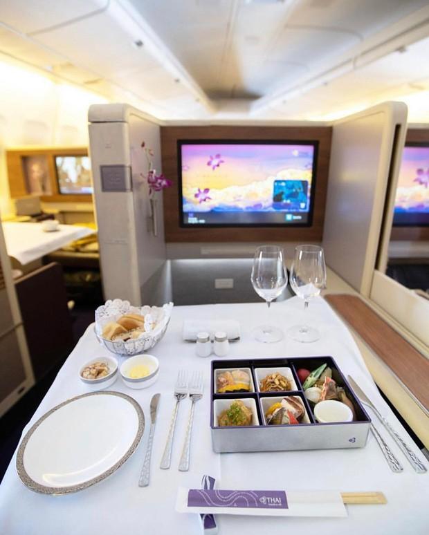 Muốn biết hạng thương gia sang chảnh hơn ghế thường ra sao, cứ nhìn bữa ăn của 19 hãng bay nổi tiếng này sẽ rõ! - Ảnh 16.