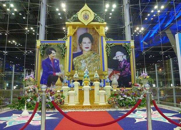 Khi Hoa hậu đội vương miện quỳ lạy cha mẹ: Lòng hiếu thảo của một người con và nét đẹp văn hóa tại đất nước Thái Lan - Ảnh 4.