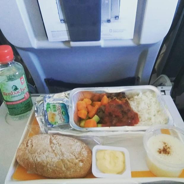 Muốn biết hạng thương gia sang chảnh hơn ghế thường ra sao, cứ nhìn bữa ăn của 19 hãng bay nổi tiếng này sẽ rõ! - Ảnh 31.