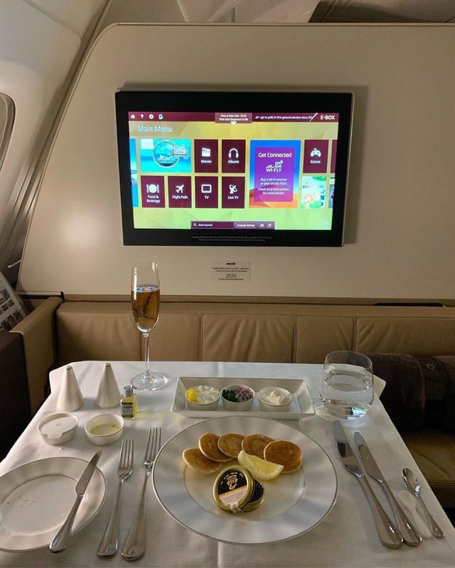 Muốn biết hạng thương gia sang chảnh hơn ghế thường ra sao, cứ nhìn bữa ăn của 19 hãng bay nổi tiếng này sẽ rõ! - Ảnh 50.
