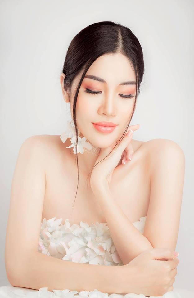 Ngoại hình xinh đẹp và nóng bỏng của cô gái bí ẩn chụp ảnh cưới với Ngọc Sơn - Ảnh 4.