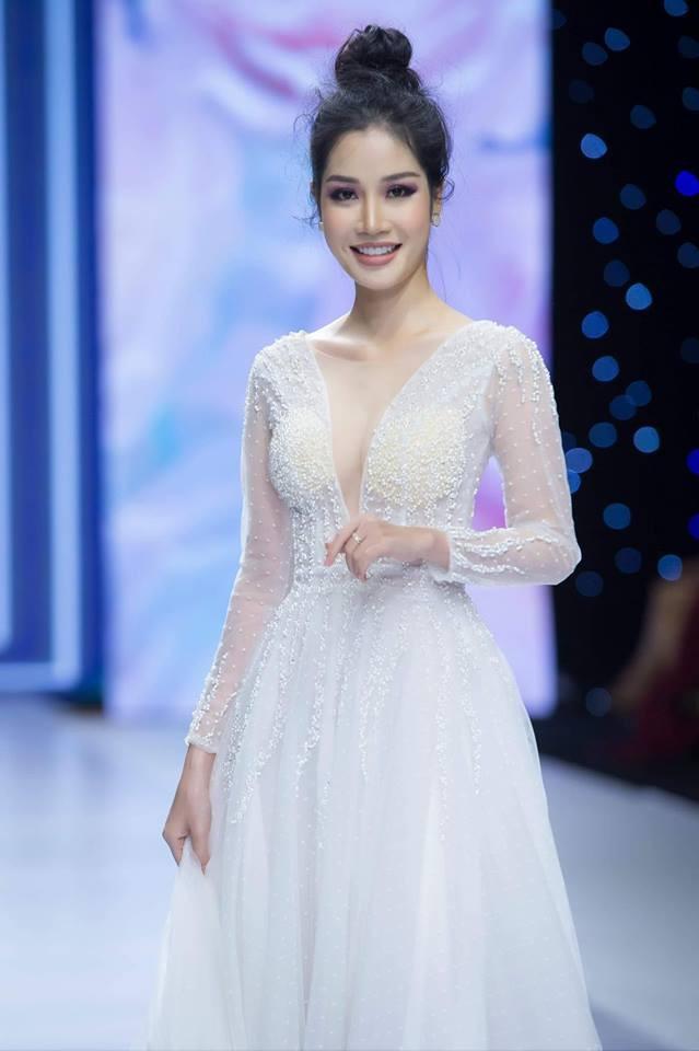 Ngoại hình xinh đẹp và nóng bỏng của cô gái bí ẩn chụp ảnh cưới với Ngọc Sơn - Ảnh 3.