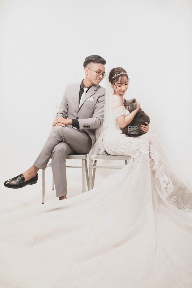 Cô dâu ôm kẻ thứ 3 chụp ảnh cưới, sự thật do nữ chính tiết lộ mới gây bất ngờ - Ảnh 2.