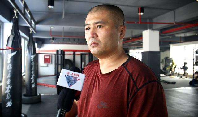 Sau võ sư Thiếu Lâm, đến lượt kẻ đấm túi bụi truyền nhân Diệp Vấn bị cảnh sát bắt giữ - Ảnh 5.