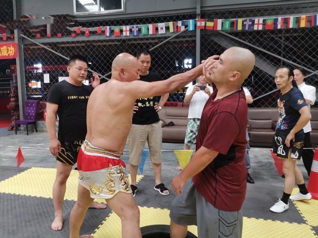 Sau võ sư Thiếu Lâm, đến lượt kẻ đấm túi bụi truyền nhân Diệp Vấn bị cảnh sát bắt giữ - Ảnh 4.