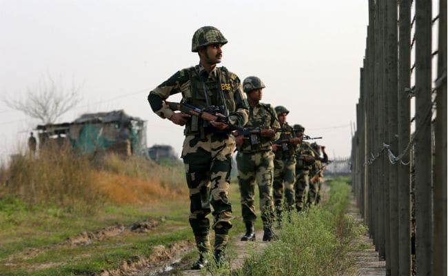 NÓNG: 6 tiếng giao tranh nghẹt thở giữa Ấn Độ và Pakistan - Hỏa lực mạnh nã tới tấp - Ảnh 1.