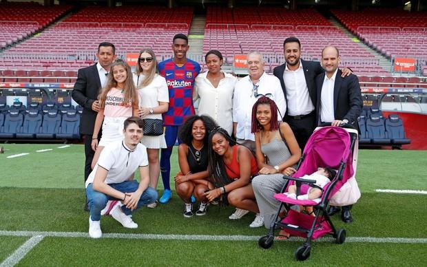 Tân binh của Barcelona méo mặt vì bị cộng đồng bóc phốt, từng trẻ trâu tuyên bố bẻ gãy chân Messi - Ảnh 2.