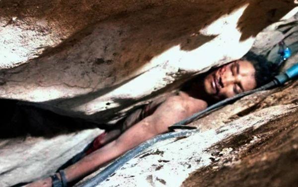 Giải cứu thanh niên mắc kẹt giữa khe núi suốt 3 ngày không thức ăn nước uống - Ảnh 1.